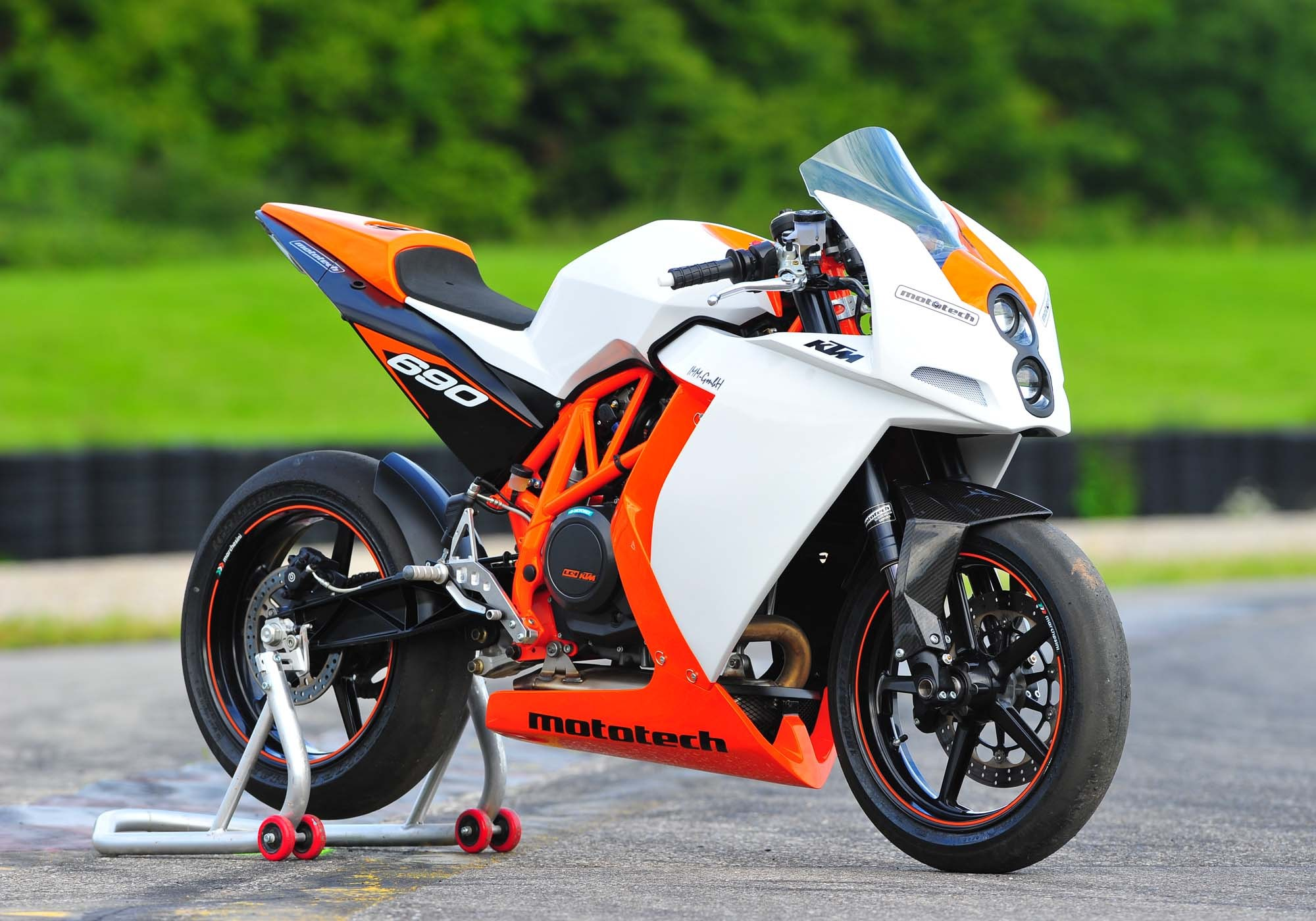 Name:  Mototech-KTM-RC4-690R-supermono-01.jpg